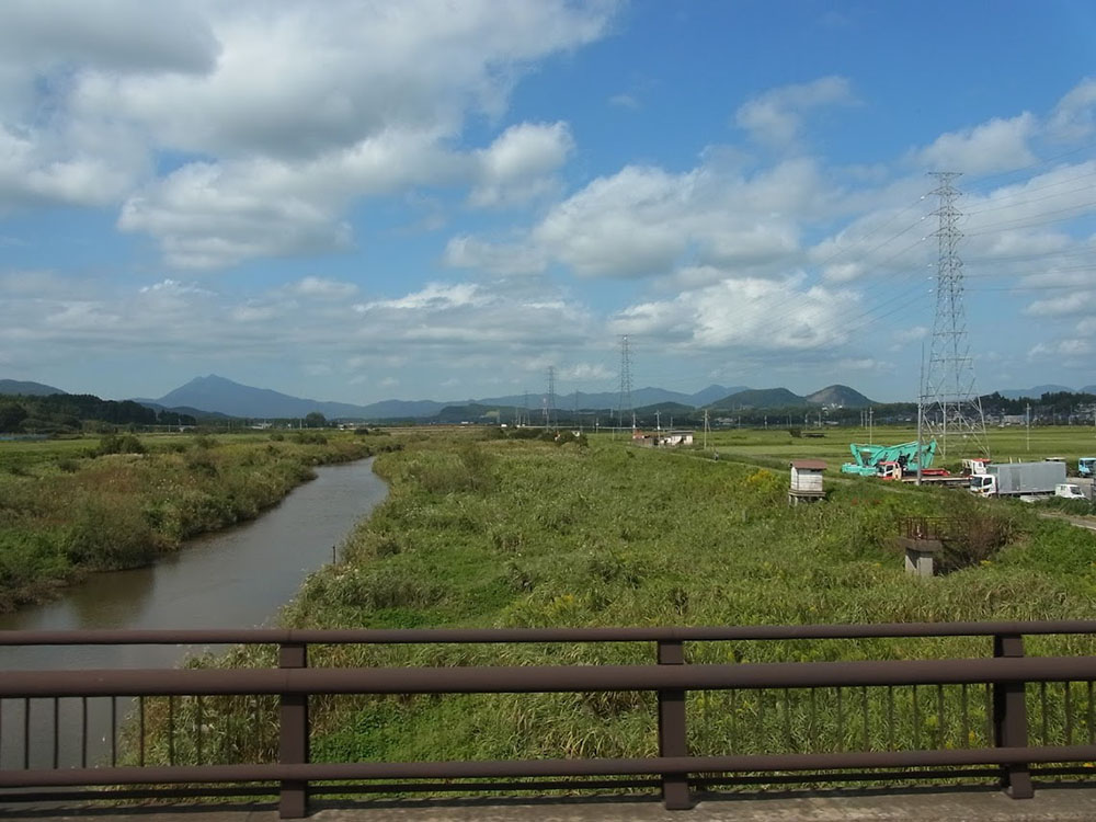 左手に筑波山を望む。高速を降りてからもしばらく走ります。
