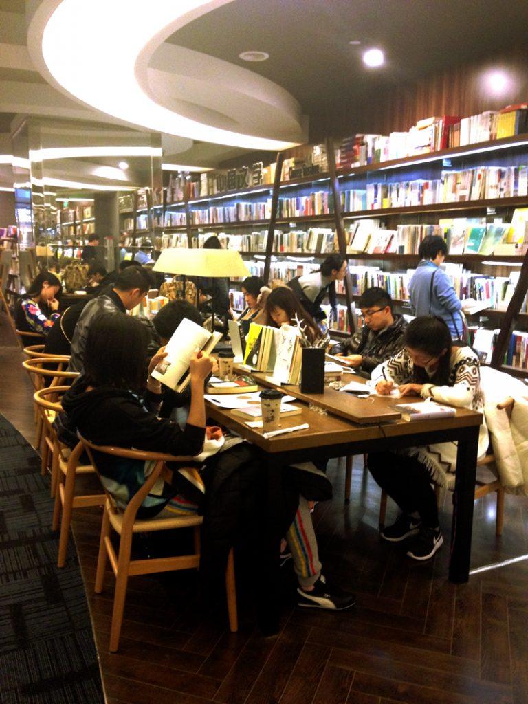 図書館ではなく书店(Shūdiàn):本屋です