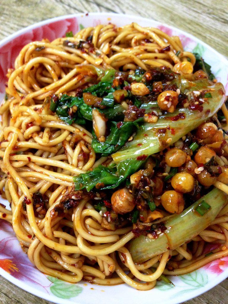 上海で重慶小面(Chóngqìng xiǎo miàn)の干拌(スープ抜き)