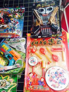 春節には紅包(Hóngbāo):お年玉やおもちゃをねだられますが・・・