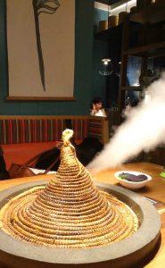蒸気を吹く「雲南蒸気石鍋」